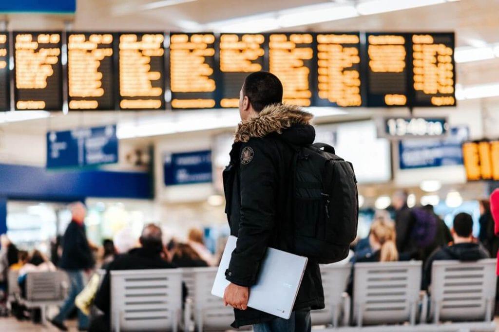 travel-laptop-airport
